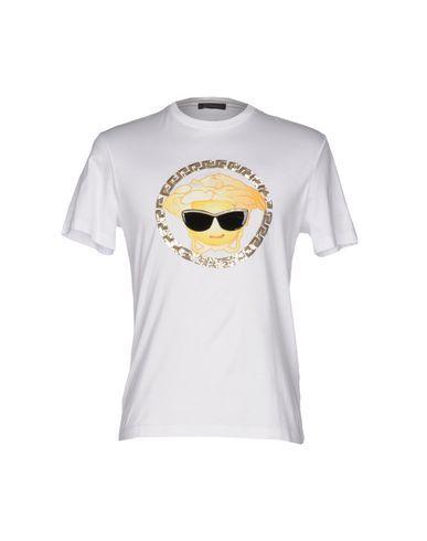 VERSACE T-Shirt. #versace #cloth #top #pant #coat #jacket #short #beachwear