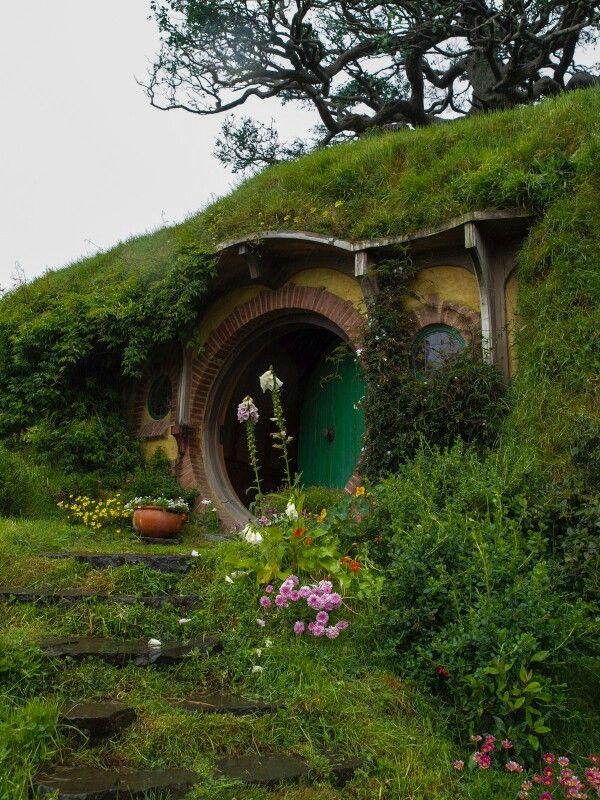 hobbit hole dream home pinterest h tten herr der ringe und drau en. Black Bedroom Furniture Sets. Home Design Ideas