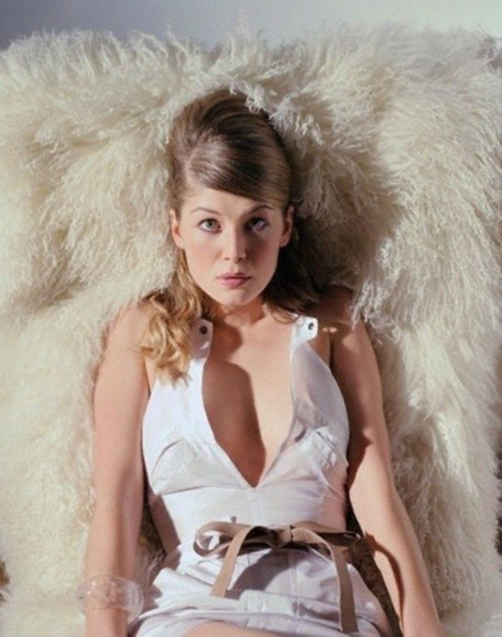 Bond Girl' Rosamund Pi...