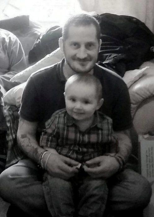 Padre soltero con cáncer terminal buscó familia adoptiva para su hijo; fue la última tarea por amor