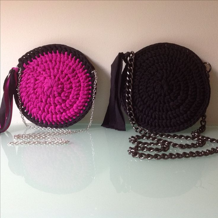 Handmade round crochet bags \\ purple vs black