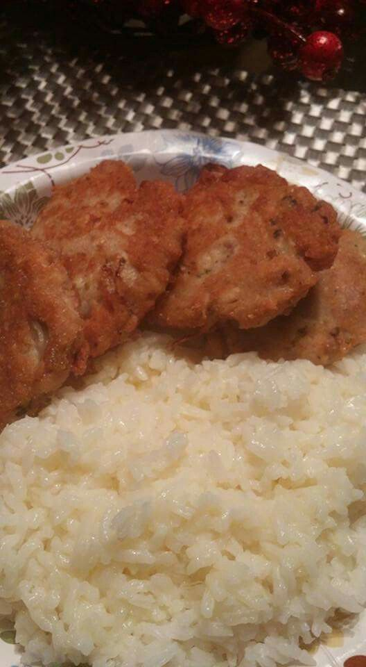 Salmon patties ....1 can of salmon.  1 onion diced...1 egg....1/4 cup of flour and cornmeal....teaspoon of salt..pepper and garlic powder.........mix very well and form into patties and cook in skillet....preheat oil and cook 2 to 3 minutes per side.......very good with rice....
