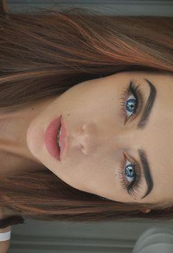 I need to grow my eyebrows like this!