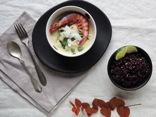 Zuppa di gamberi al latte di cocco