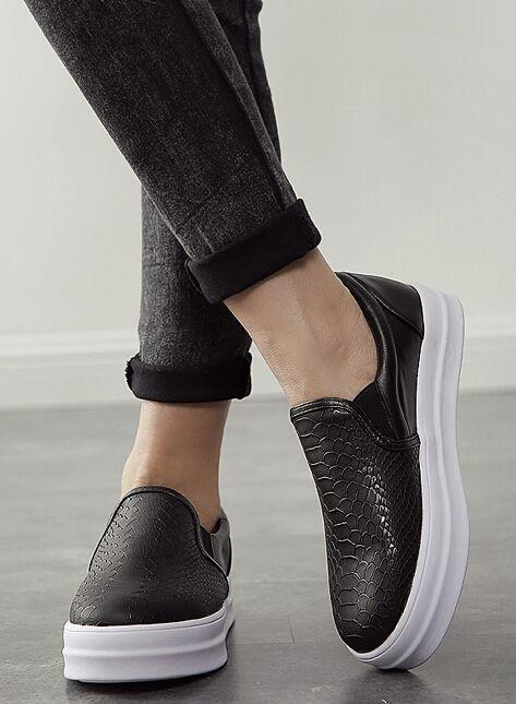 Zapatos bajos piel de serpiente -negro 31.58