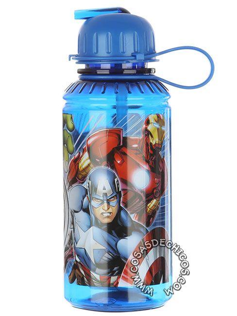 #Cantimplora #Tritan #Avengers #Vengadores #Licencia #Oficial #Marvel #CosasDeChicos #Chicos #Thor #CapitanAmerica #Ironman #Hulk #CaptainAmerica Con sistema de cierre anti derrame. Dibujo impreso, con recubrimiento de laca para mayor durabilidad. Material flexible, resistente a los golpes y caídas. Capacidad: 450 cm3.