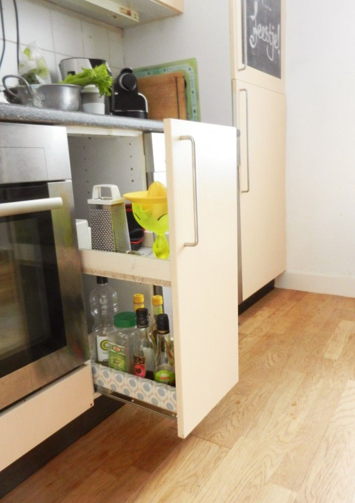 Make your own kitchen cabinet that pulls out! English translation included :)