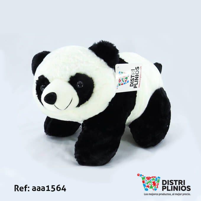 Hermoso Oso De Peluche Pequeño, de panda, de color blanco y negro, con sonido, ideal para regalar en esta temporada. Medidas: Alto: 27 cms Largo: 41 cms Ancho: 22 cms. Los precios de nuestro sitio web son al por mayor, el costo de los productos se incrementa en compras por unidad, cualquier inquietud comuníquese al 320 3083208 o al 3423674 o visítenos en la Calle 12 B # 8a – 03 Centro, Bogotá, Colombia.