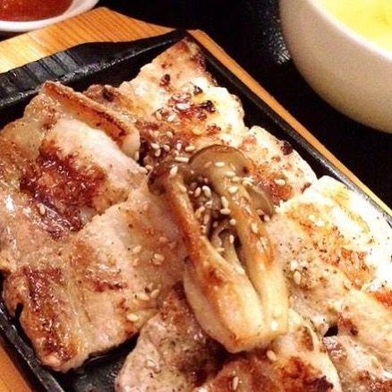 こんにちは! 表参道 韓国料理 COSARI TOKYOです(o^^o) . . 暑さを乗り切るのに、ランチは大切なスタミナ源です! . . ビタミンB1たっぷりな豚肉『サムギョプサル』はいかがですか? . . . 11:30〜ランチタイムです(o^^o) . . . #表参道 #韓国料理 #コリアン #ランチ個室 #女子会 #韓国料理 #サムギョプサル #姉妹店 #肉フェス #女子会 #個室焼肉 #隠れ家 #マッコリ #新大久保 #チーズダッカルビ #韓国 #韓国旅行 #肉 #飲み放題 #カクテル #コラーゲン #ヘルシー #チヂミ #石焼ビビンパ