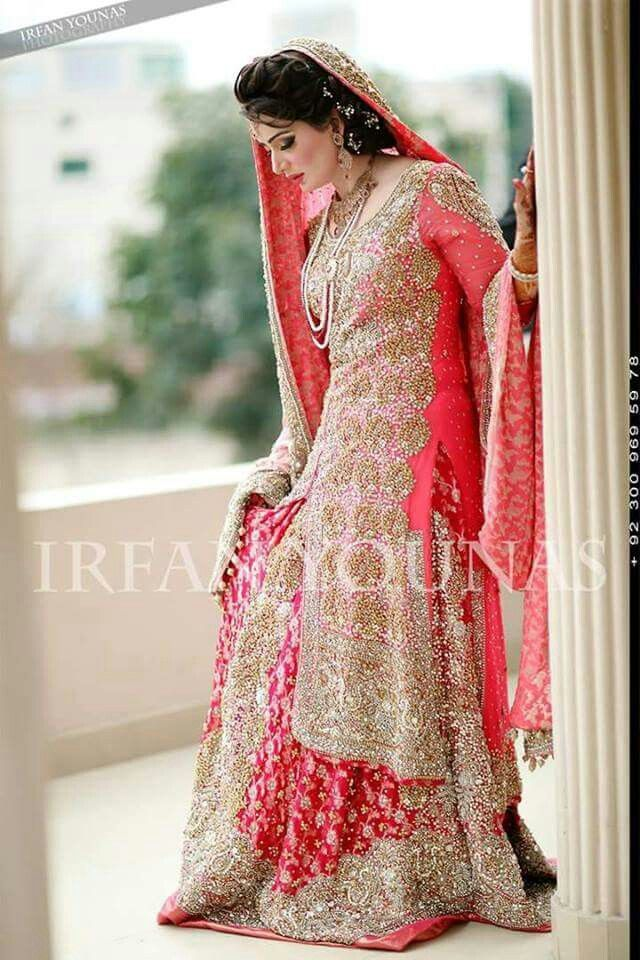 Irfan Younas photography. Pakistani Bride ♡ ❤ ♡ Pakistani Wedding Dress, Pakistani Style. Follow me here MrZeshan Sadiq Follow them on Facebook : https://m.facebook.com/profile.php?id=363263863711738