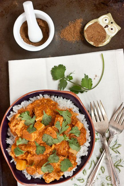 Skinny Slow Cooker Chicken Tikka Masala -Crocktober Week 3. Think you need to slave for hours or open a jar to make awesome tikka masala? Think again! Your friends won't know this isn't take out! #glutenfree and easily #vegan or #vegetarian
