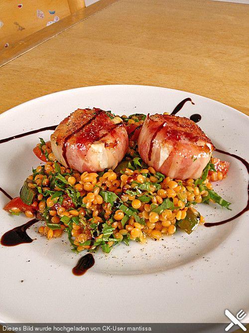 Ziegenkäse im Speckmantel auf buntem Linsensalat, ein schönes Rezept aus der Kategorie Snacks und kleine Gerichte. Bewertungen: 142. Durchschnitt: Ø 4,5.