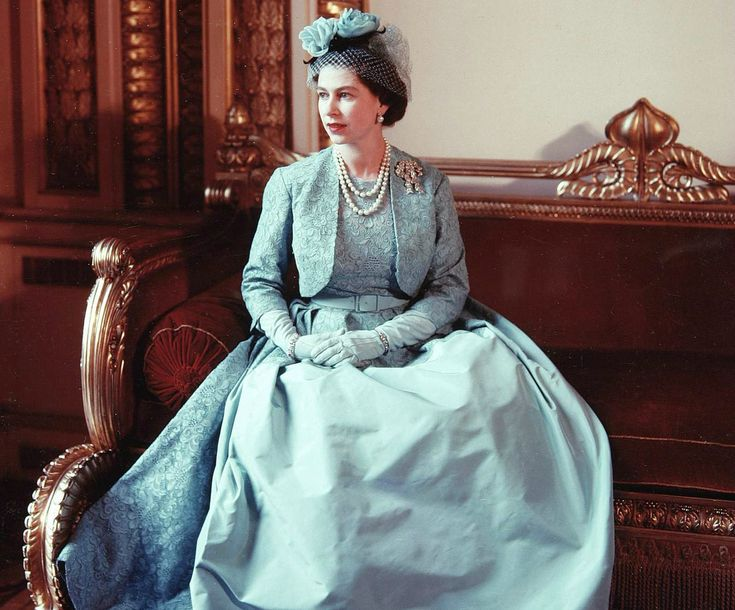 Decor To Adore: Fashioning A Reign ~ 90 Years of Style From the Queen's Wardrobe