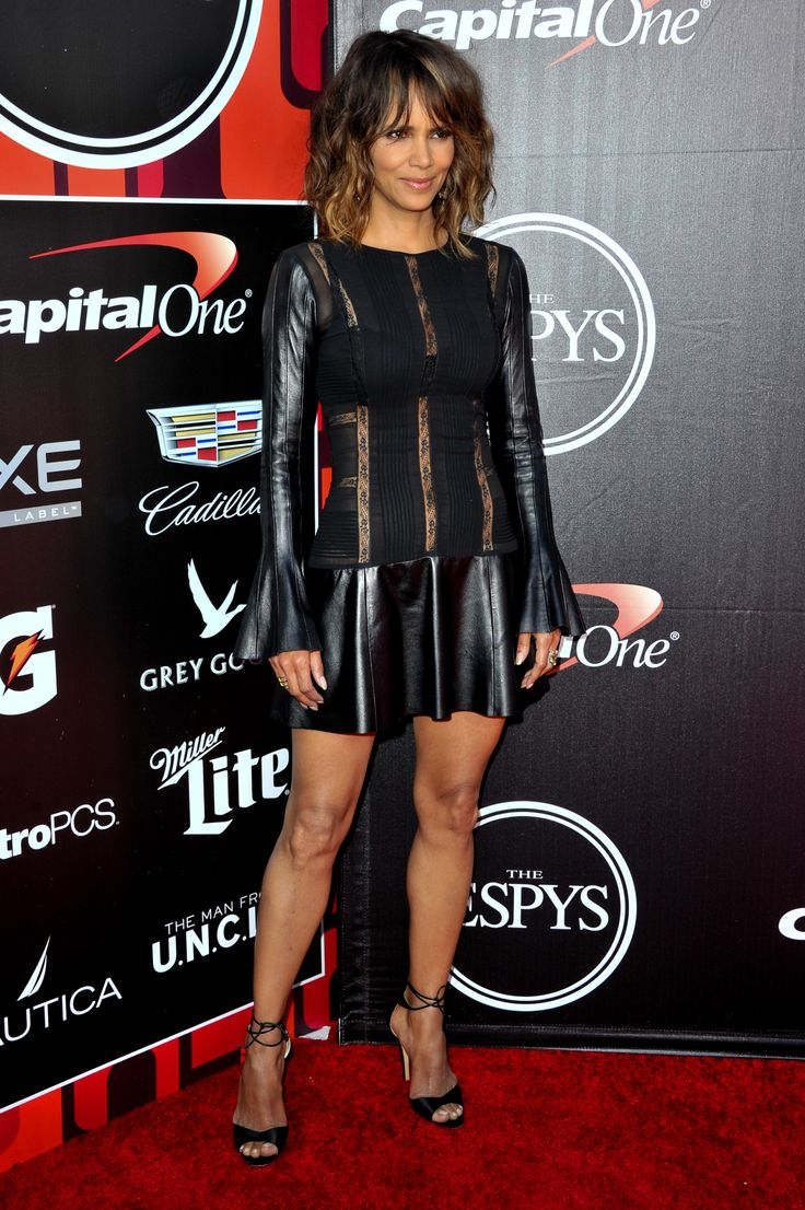 Halle Berry Showed Up At The Espy's And She Did Not Disappoint - http://urbangyal.com/halle-berry-showed-up-at-the-espys-and-she-did-not-disappoint/
