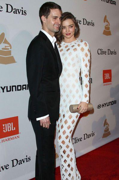 Mercredi 20 juillet, le fondateur de Snapchat, Evan Spiegel, a demandé la main du top-model Miranda Kerr. Et elle a…