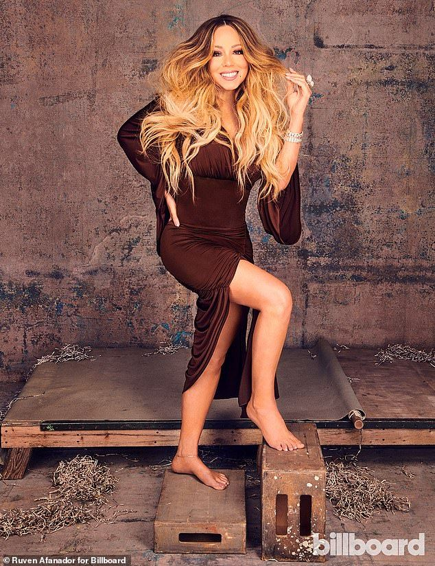 Mariah Carey Says She Never Anticipated The Success Of Holiday Hit Mariah Carey Mariah Carey Pictures Elizabeth Hurley