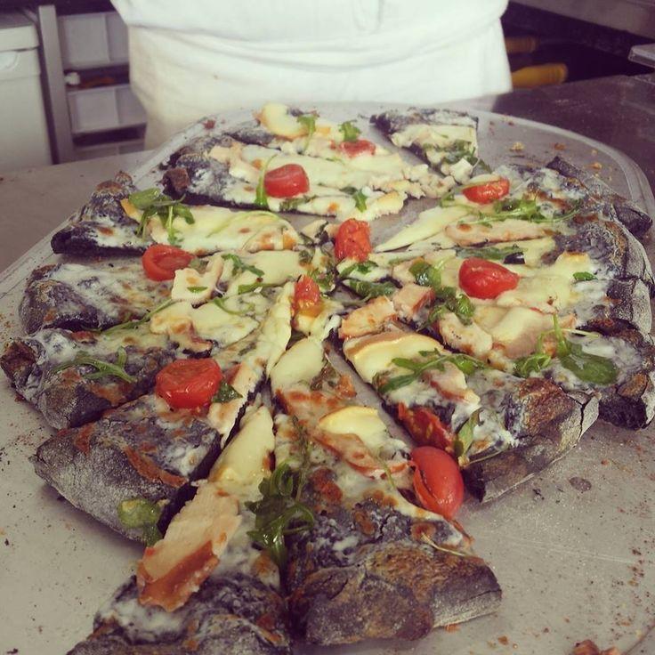 """Miam ! La #Pizza originale METRO 'Dark Smoke"""" et sa farine au Charbon végétal"""