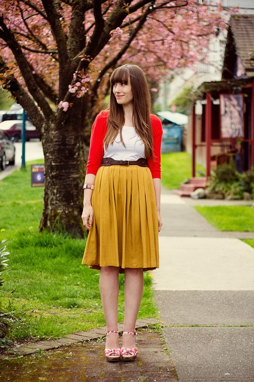 mustard pleats + redColors Combos, Skirts Outfit, Color Combos, Fall Colors, Closets, Yellow Skirts, Colors Combinations, Mustard Skirts, Mustard Yellow