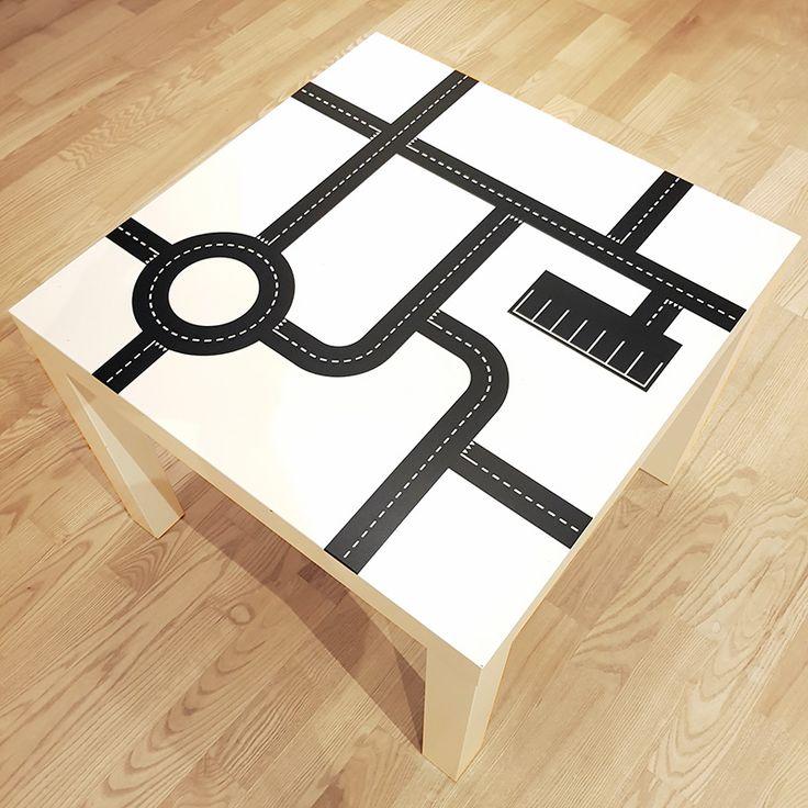 Vägnät för dekoration av bord, vägg eller golv. Särskilt anpassat för att passa Ikeas bord LACK med bordsyta 55 x 55 cm. Vägarna inspirerar till lek och med mer än ett bord kan du kombinera vägnätet på olika sätt genom att rotera borden. Kul, snygg och stilren intredningsdetalj för barnrum eller motsvarande!