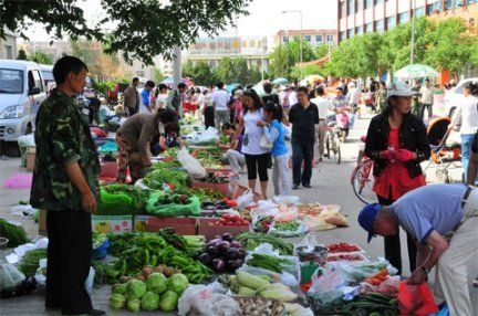 "The Exotic Outdoor Chinese ""菜市场 Food Market""  Learn more about chinese food on our blog at echineselearning.tumblr.com"