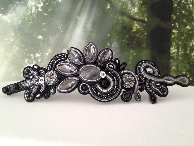 Brazalete de soutache en negro y plata