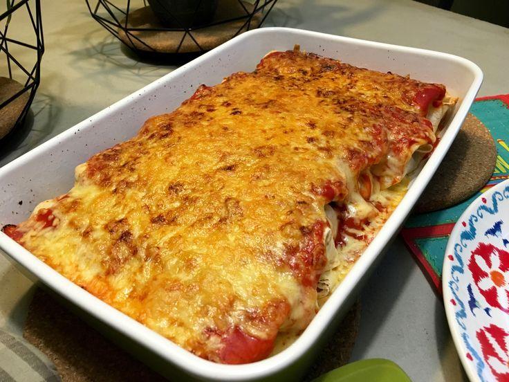 Nieuw recept: Gegratineerde Burrito's:  Burrito's uit de oven lekker gegratineerd, ik hou ervan! Dit #recept is eenvoudig klaar te maken en bovendien erg lekker. Gebruik eens meergranen tortilla's of met kruiden om je gerecht een bijzondere smaak te geven, ook zijn er tomaat-tortilla's te koop of met andere heerlijke smaken. Geen fan van bonen? Vervang ze dan door maïs.  http://wessalicious.com/gegratineerde-burritos/