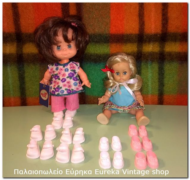 Vintage παπούτσια για μικρές κούκλες. Είναι αμεταχείριστα από στοκ.