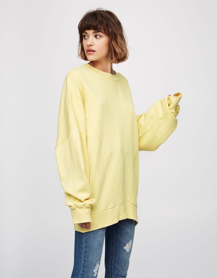 Sweatshirt with round neck and seam detail - Mikiny - Oděvy - Ženy - PULL&BEAR Czech Republic