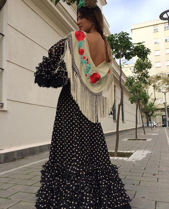 Comenzamos temporada de flamenca...are you ready? #flamenca #jerez #Belulah #Diseño #amedida #lunares #volantes #newcollection #trendy #style #modaandaluza #mantones #ladybelulah @mariaroldan95