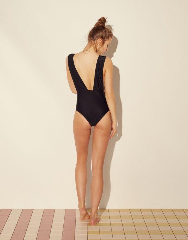 Bañador escote pico - Beachwear - Accesorios - Mujer - PULL&BEAR México