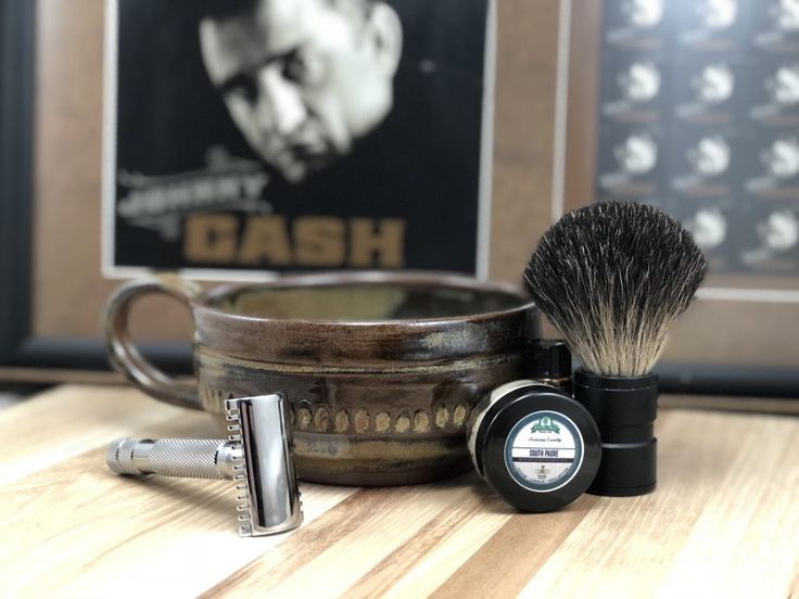 #SOTD #westernweek #samplesaturday #wetshaving #shavelikegrandpa Razor: RazoRock Old Type Open Comb Brush: FrugalShave handle modified with best badger knot Soap: Stirling Soap South Padre Aftershave: Stirling Soap South Padre Splash Other: Thirsty Badger lather bowl