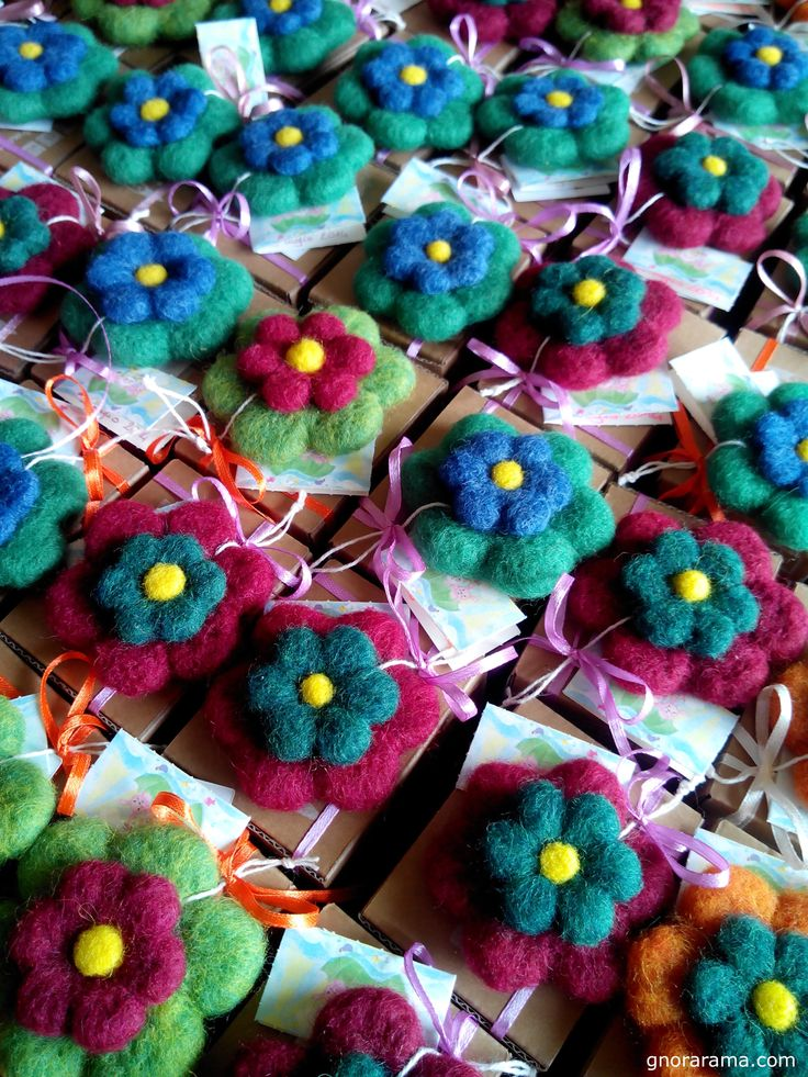Flowers made of colored needle felt become magnets to stick on the refrigerator or the curtain at the window. <3 #needlefelt #woollencreativity