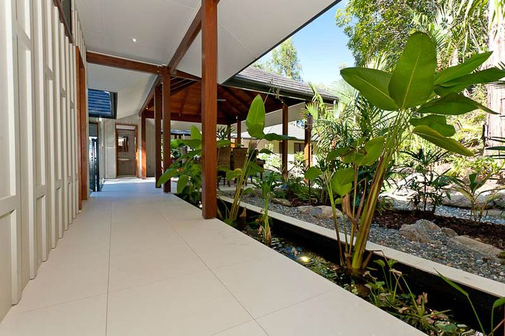 Designer - Chris VanDyke Designs, A number of water features creates a beautiful tropical atmosphere