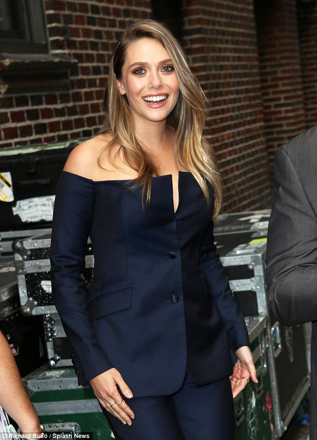 Are elizabeth olsen and tom hiddleston dating 8