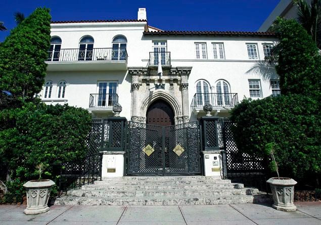Gianni versace south beach crib franky mafia celebrity for Donatella versace beach