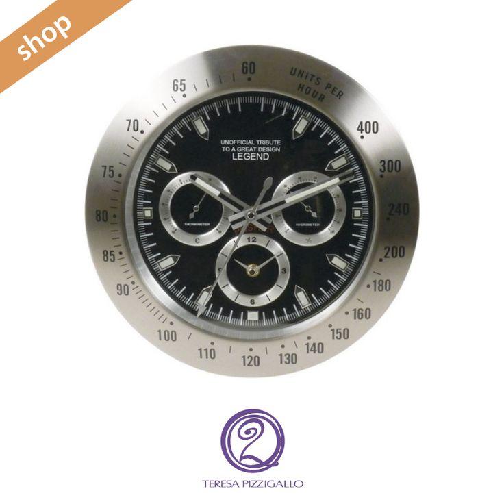 Orologio crono clock legend Orologio da parete che ricorda l'icona intramontabile tra gli orologi da polso. Ora può essere sfoggiato anche sulle pareti della propria casa! Funzionamento a batteria, lancette glow in the dark che si illuminano al buio. CLICCA >>> http://www.teresapizzigalloshop.it/home/274-orologio-crono-clock-legend.html