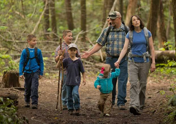Great Smoky Mountains National Park Offers Programs to Introduce Families to Hiking http://www.seviernewsmessenger.com/2015/06/15/smoky-mountains-family-hiking-programs/