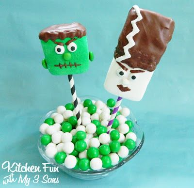 Make your own Halloween marshmallow pops!