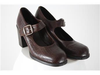 Klackskor Peperoni stl:37.  Dam skor som simplet.se hjälper till att sälja!