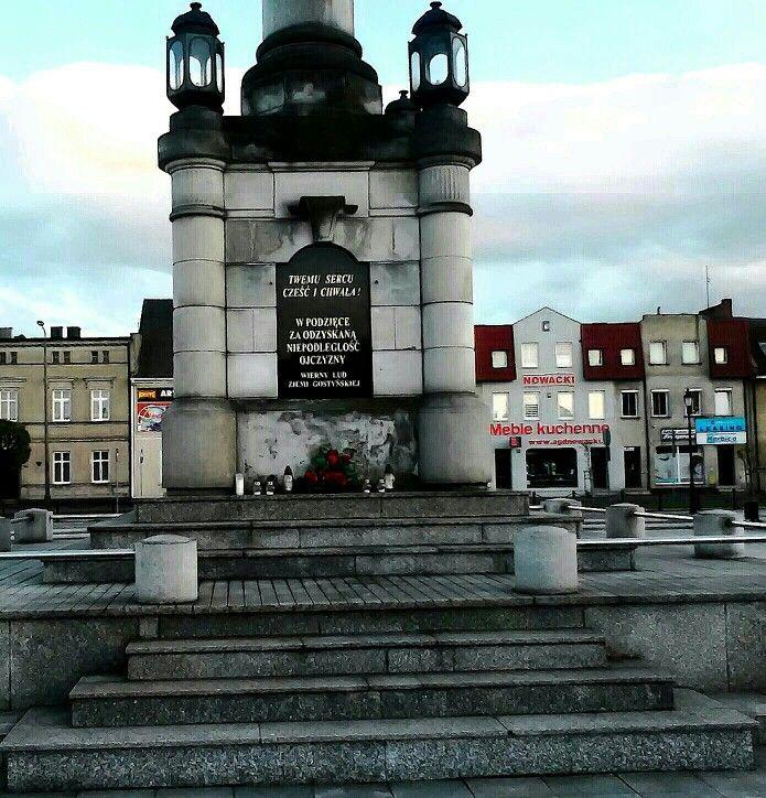 Cokół(BAZA) pod Pomnikiem Serca Jezusowego na Gostyńskim Rynku.