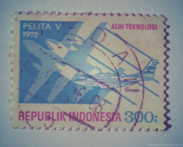 """perangko Pelita V tahun 1992 """"Alih Teknologi"""" (Rp 300)"""