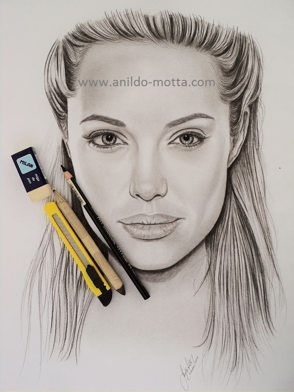 Desenho a carvão de Angelina Jolie