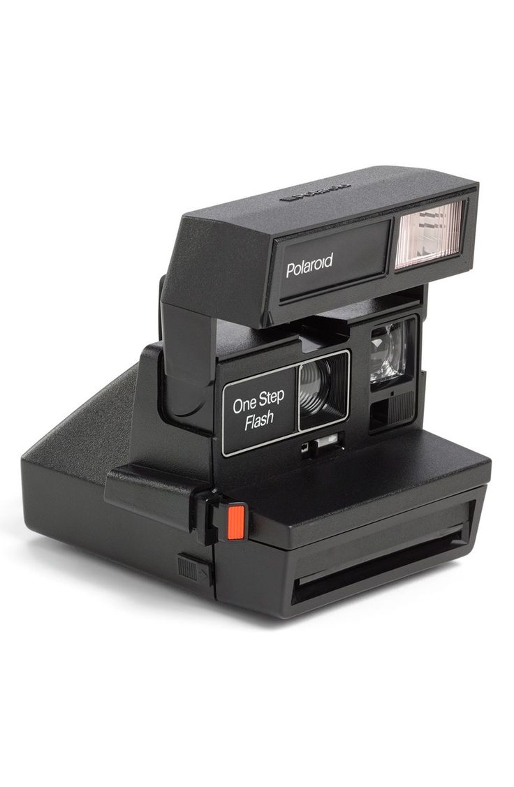This iconic Polaroid 600 camera—complete with a built-in automatic flash and a fixed-focus lens—is a simple point-and-shoot that's fun, quick and easy to use.
