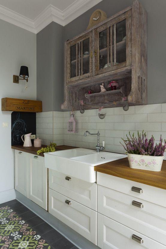 Rustykalna kuchnia, kuchnia shabby chic, oryginalna kuchnia, wiejska kuchnia. Zobacz więcej na: https://www.homify.pl/katalogi-inspiracji/32878/jak-mieszkaja-zodiakalne-raki