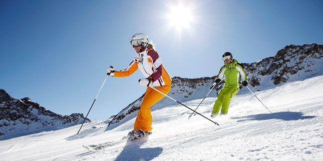ab 99 € – Tirol: Sporthotel im Skigebiet mit Menüs, -56% -- Urlaub im olympischen Skigebiet: Der Patscherkofel bei Innsbruck liegt auf 2200 Meter Höhe – im Winter erwarten Sie facettenreiche Pisten von der Familien- bis zur Olympiaabfahrt. Jetzt, im Herbst, lädt die Region zu ausgedehnten Wanderungen in der alpinen Natur ein.    Ab 99 € pro Person* urlauben Sie mit dem Angebot von Just Away im Vier-Sterne-Sporthotel Igls. Nur 180 Meter trennen das Hotel von der Bergbahn.