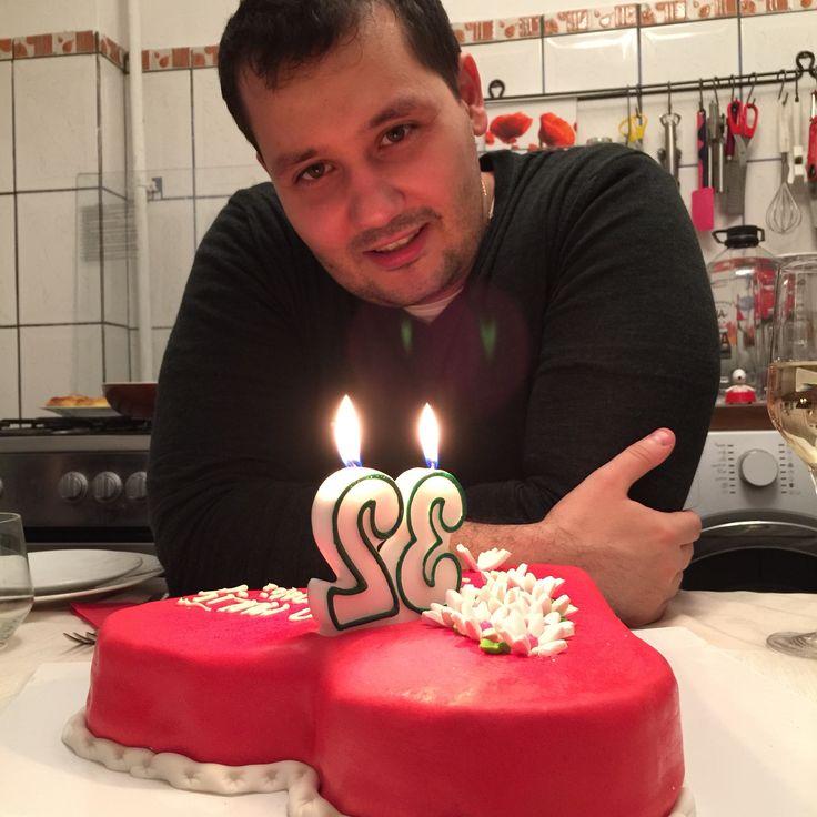 La multi ani mie � azi am facut 32 de ani. Meniul zilei: mananci orice fara sa te ingrasi. (..