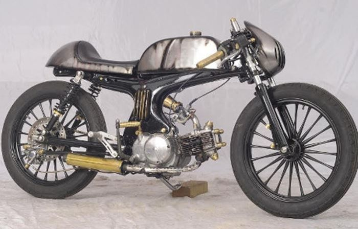 Modifikasi Motor Honda Tua Dengan Konsep Steampunk Cafe Racer