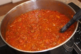 Feeding-a-bunch-a-Munchkins: Freezer Spagetti Sauce with FRESH tomatoes
