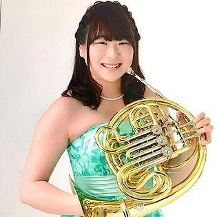 ガクヤに新しくホルンの先生が加わりました! ホルン奏者の 小西美智子(こにしみちこ) 先生です^^ これまでにホルンを小椋順二、仮屋薗智美に師事。 大学在学中から吹奏楽部の指導をし、現在は音楽教室などでホルンを教えています! 小西先生からのメッセージ♪ ホルンは優しい柔らかい音から厳しい力強い音まで様々な音色が出せます。 そして人によっても出す音色が違います。 あなただけの音色を出してみませんか?音楽って楽しい!ホルンって楽しい!と思って頂けるレッスンにしていきたいと思います。 宜しくお願いします(^^)/