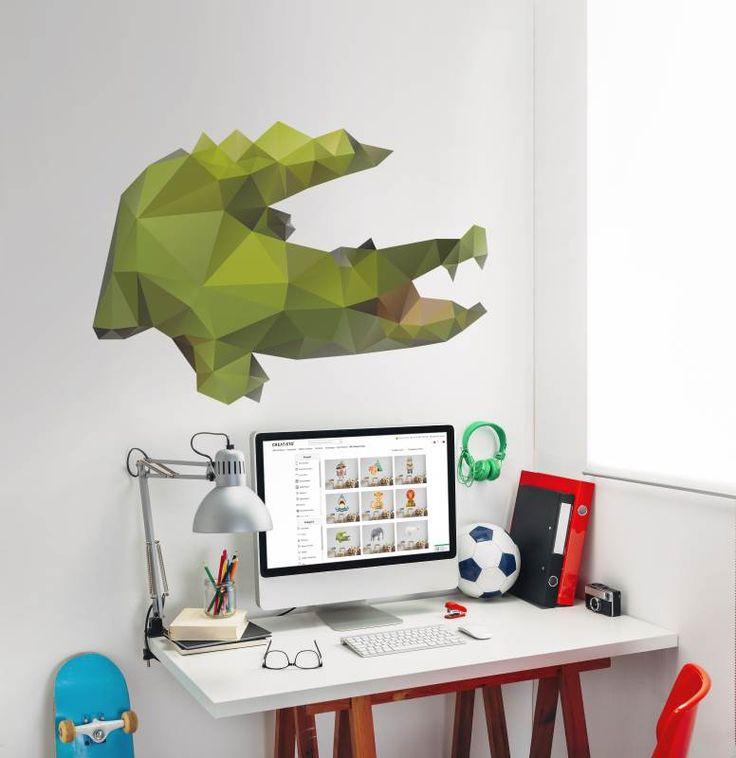 Schreibtisch mit Biss - Das Krokodil-Wandtattoo ist ein super Begleiter in sonst eher neutralen Kinder- und Jugendzimmern | creatisto